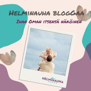 Kuvassa on teksti Helminauha bloggaa Ihan oman itsensä näköinen. Teksi alla polaroid-kuva, jossa mies nostaa nauravaa lasta ilmaan.