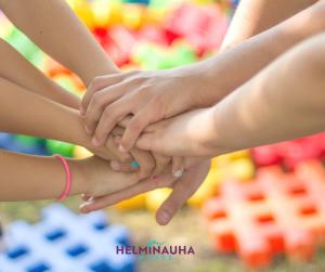 kädet yhdessä, Helminauha-hankkeen logo